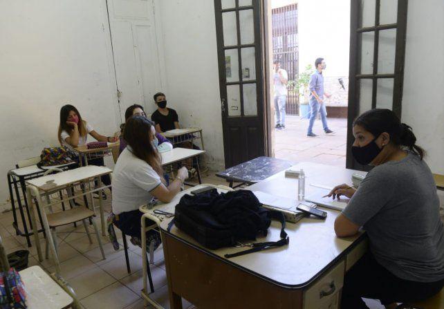 Alumnos y docentes de la Escuela Carrasco en la vuelta a las aulas con los protcolos preventivos por la pandemia de coronavirus.