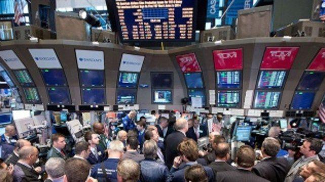 La Bolsa voló y el riesgo país cayó fuerte