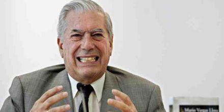 Mario Vargas Llosa, hospitalizado por una dolencia coronaria