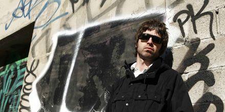 El guitarrista de Oasis, Noel Gallagher, fue golpeado por una persona en pleno recital