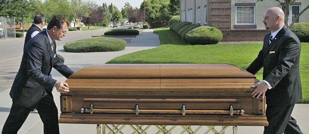 Ayer continuaron los funerales de las 12 víctimas fatales que dejó la masacre en un cine de Colorado.