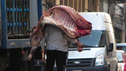El Gobierno establece el troceo para la comercialización de la carne vacuna.