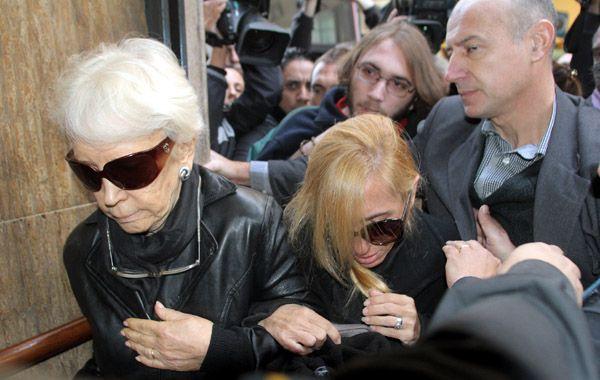 La abuela y la madre de Angeles Rawson llegan hoy a la fiscalía para prestar declaración.