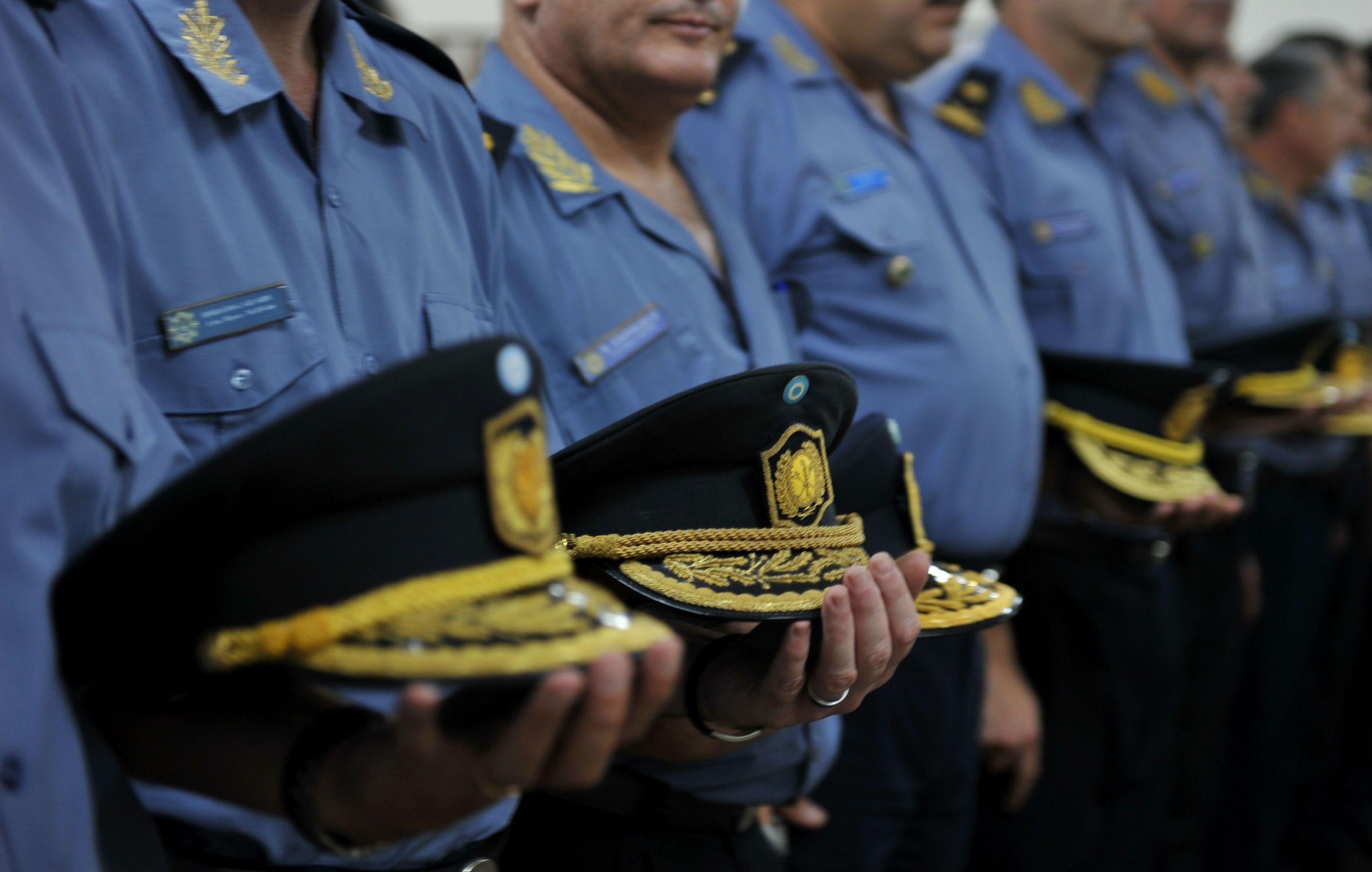 Pullaro dijo además que es necesario recomponer la verticalidad en la fuerza policial.