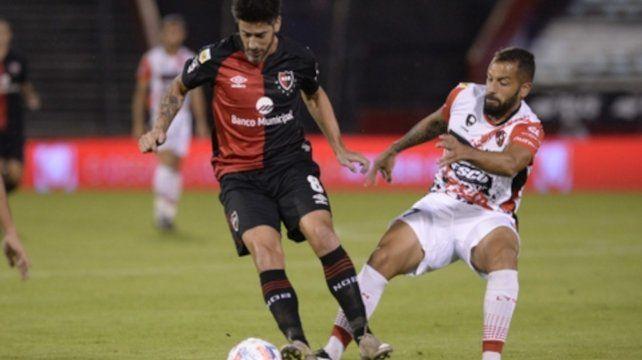 Control. El criterio de Pablo Pérez para distribuirla será esencial para el juego del equipo rojinegro.