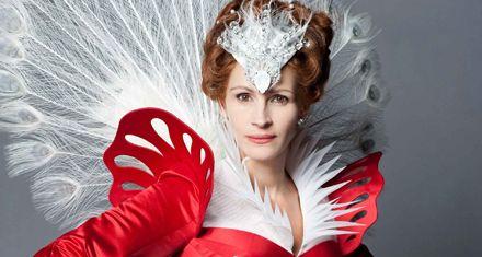 Blancanieves vuelve con una versión absurda y Julia Roberts de villana