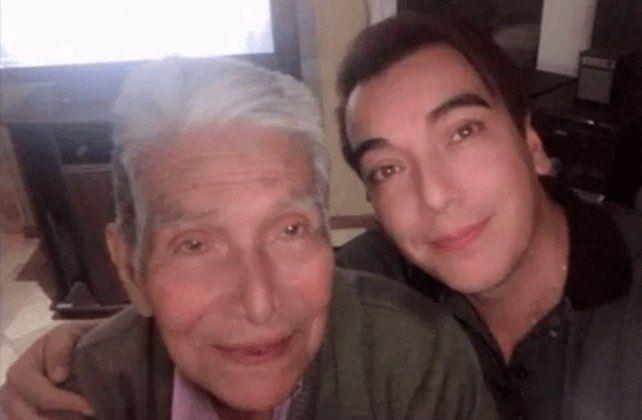 Martín es médico y se internó con su papá para acompañarlo.