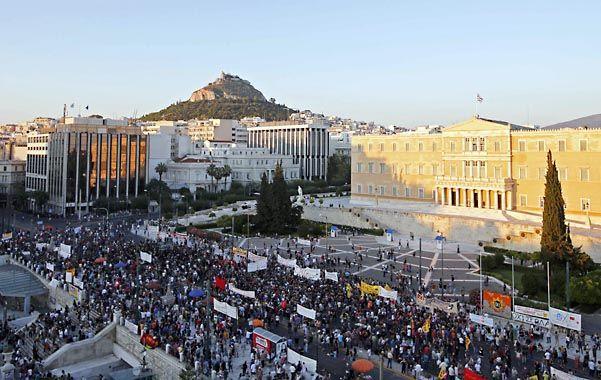 Convulsión. La crisis griega desató duras protestas en ese país.