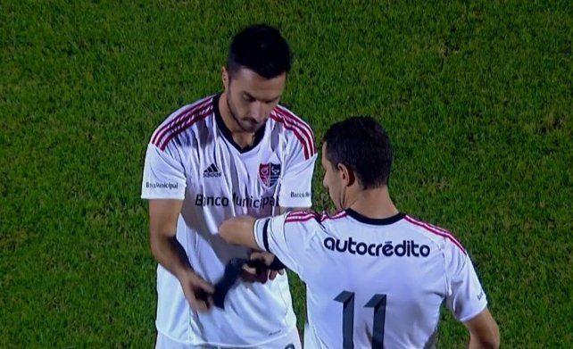Cambio y fuera. Scocco fue reemplazado por Maxi Rodríguez en su despedida de Newells.