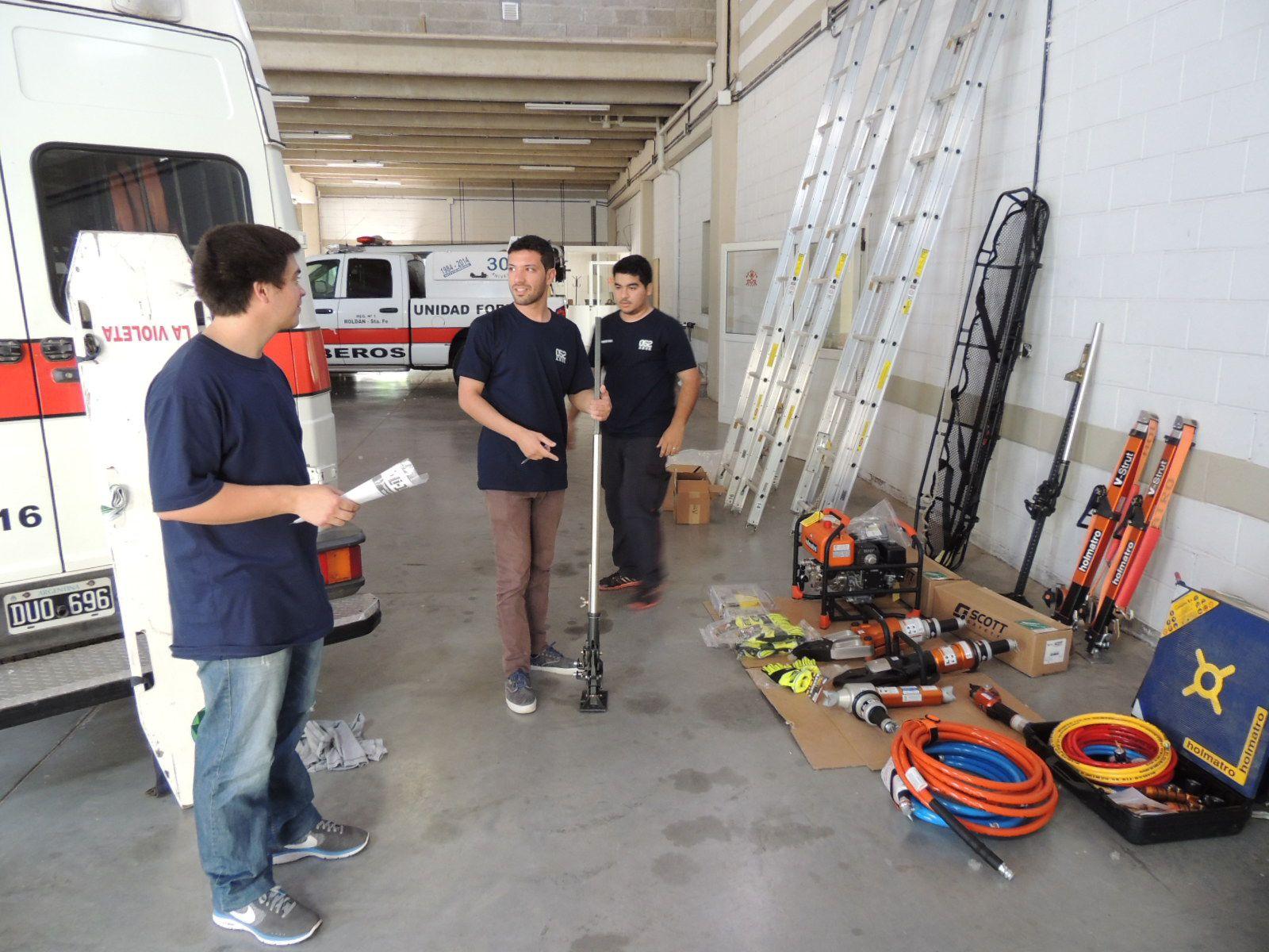 Ardua labor. Los bomberos Voluntarios actúan en incendios