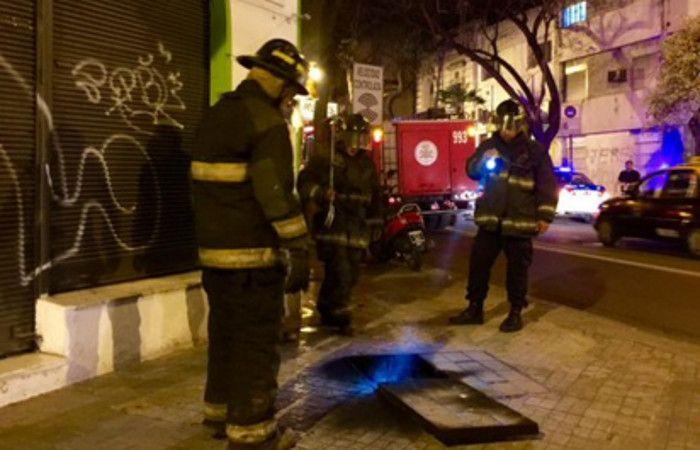 Los bomberos controlarno la situación. (foto Twitter: @ABCfilmaciones)