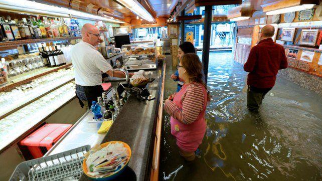 Otro día de inundaciones en Venecia: el agua hoy llegó a 150 centímetros