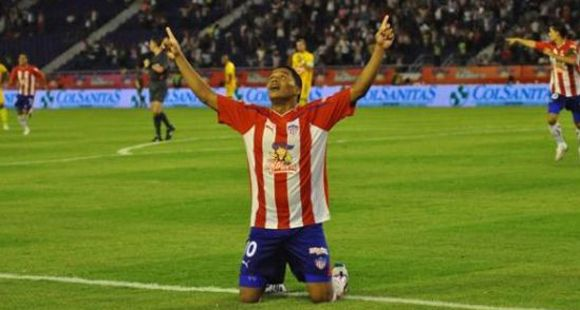 Walter Samuel y un delantero colombiano en la mira de Newells