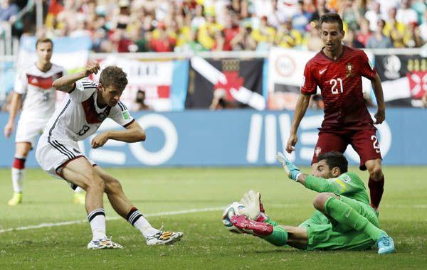 Alemania presentó su candidatura a favorito para luchar por el trofeo que está en juego en el alegre y colorido suelo brasileño.