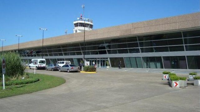 El Aeropuerto Rosario respondió al reclamo por los remises truchos