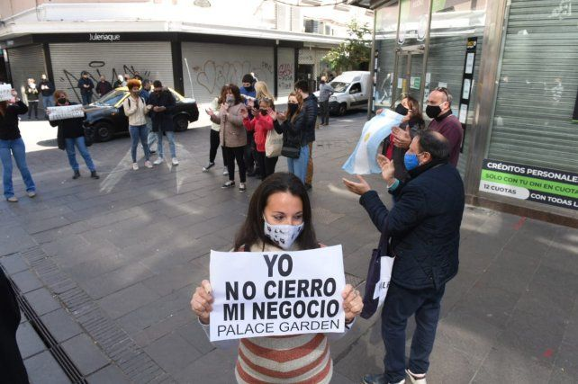 Hubo una protesta de comerciantes en peatonal Córdoba.
