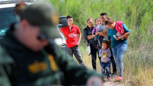 Inmigrantes mexicanos detenidos por la Patrulla Fronteriza de los Estados Unidos