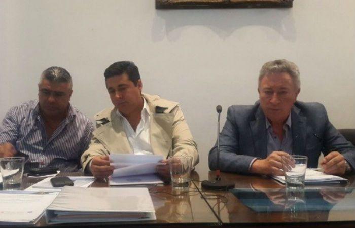 Daniel Angelici y Luis Segura en la asamblea de esta noche en AFA.