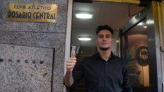 Bonansea, en la puerta de la sede de Central antes de firmar el contrato.
