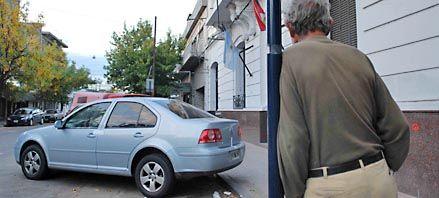 Dejan encerrado 3 horas en el baúl de su auto al ex gerente de una fábrica