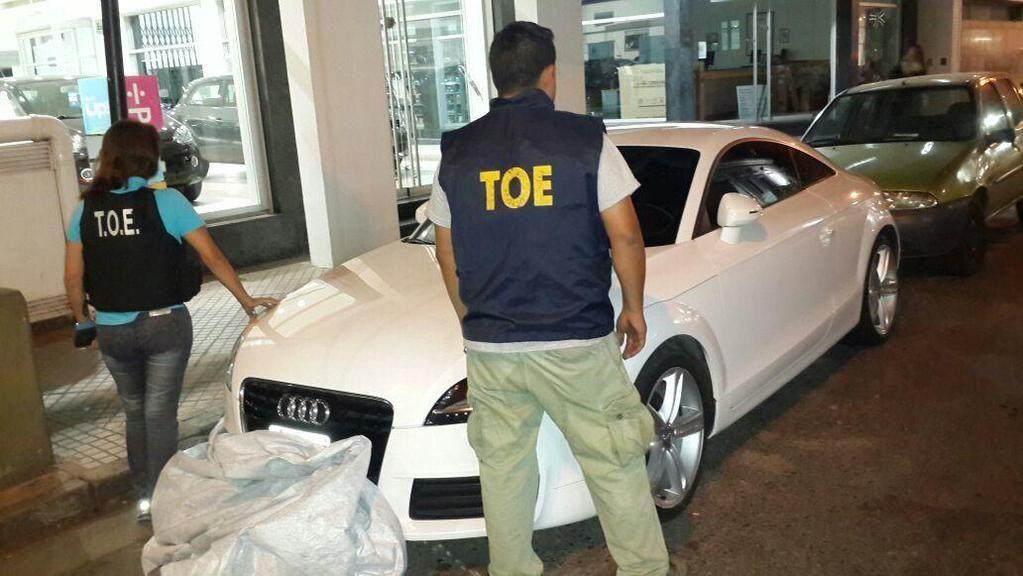 El coche secuestrado anoche en el centro de Rosario.