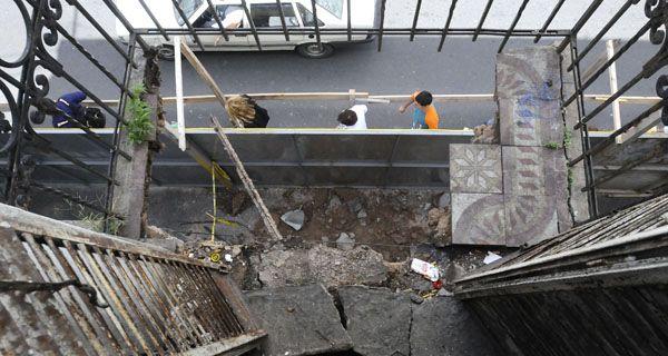Se derrumbó uno de los balcones de una pensión céntrica
