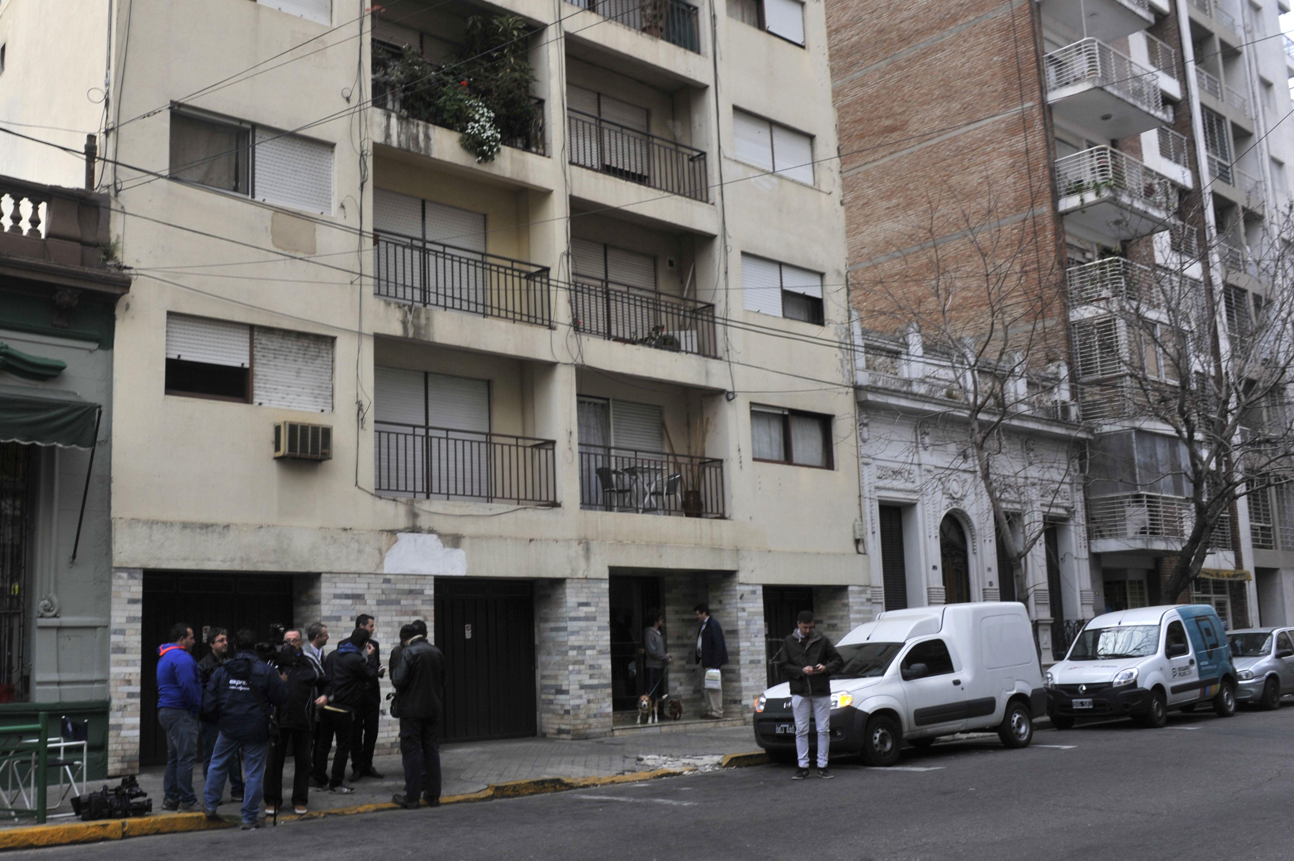 Hallazgo. El cadáver estaba en el 5º piso de un edificio de Moreno al 500. El auto de la víctima estaba en un garaje.