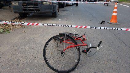 El ciclista fue derivado al Hospital de Emergencias con heridas de consideración.