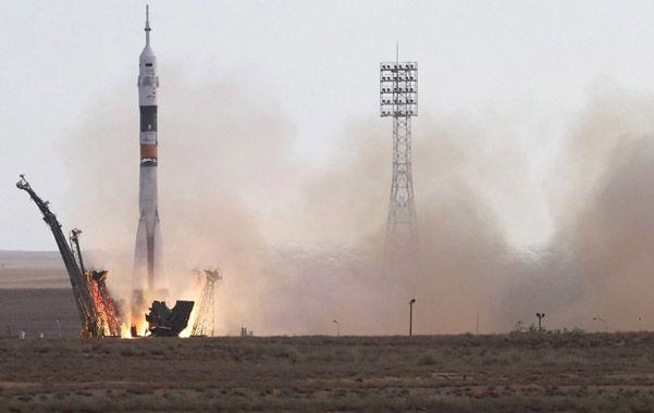 La nave Soyuz despegando del cosmódromo de Baikonur en el centro sur de Rusia.