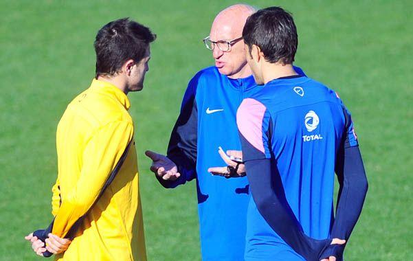 A solas. Bianchi habla con Martínez y Blandi.