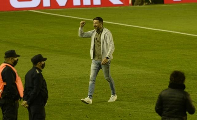 Kily González se retira muy feliz por Marco Ruben.