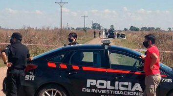El cuerpo de Cornalis fue hallado en el asiento trasero de su Ford Focus blanco abandonado en un camino rural de Colonia Cello, en el departamento Castellanos.