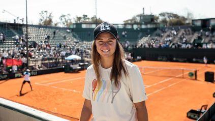Nadia Podoroska pasó por el Buenos Aires Lawn Tennis para reconocer el terreno.
