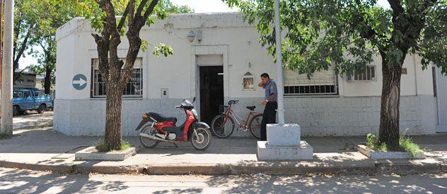El crimen está siendo investigado por la comisaría 22ª de Pérez.