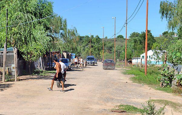 Violencia. El crimen de Cejas ocurrió el domingo a la madrugada en el barrio villagalvense conocido como La Ribera. (foto: Alfredo Celoria)
