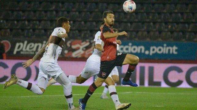 Nacho Scocco llega de convertir en el triunfo sobre la hora frente a Platense por 1 a 0 en el Coloso.