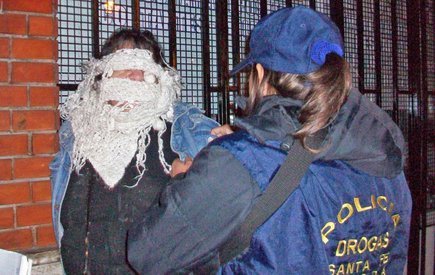 Dominga D. tiene 53 años y vive en la zona sur. La madrugada de ayer la apresaron con droga en Mitre y Mendoza.