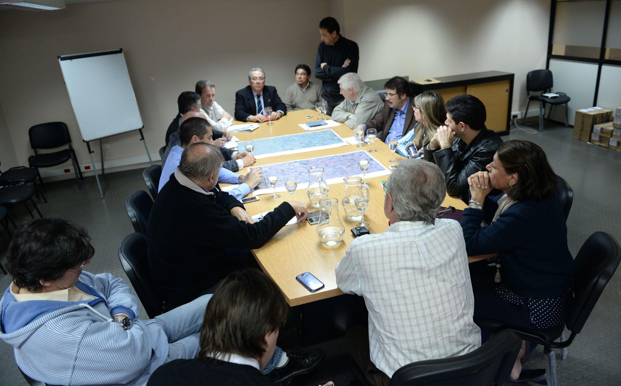 Reunión. Mientras el ministro Ciancio dialogaba con los jefes comunales se producían dos cortes de rutas.