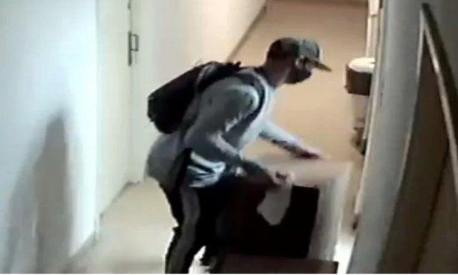 Detienen a un joven acusado de matar a un hombre en un departamento