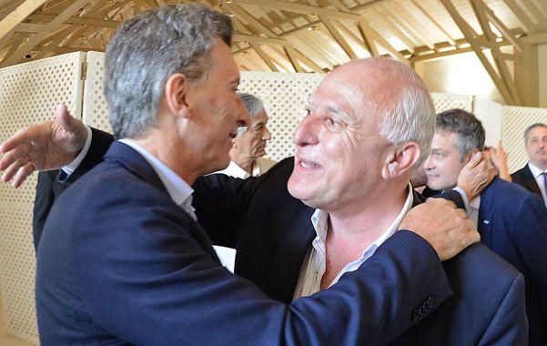 Lifschitz saluda al presidente Macri en el almuerzo realizado en la Quinta de Olivos.