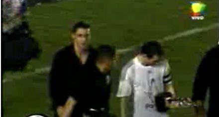Tito dejó a Fort y parece que ahora es el guardaespaldas de Messi