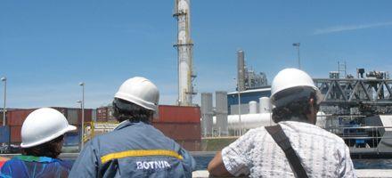 La explosión de un silo de Botnia amenaza las aguas del Río Uruguay