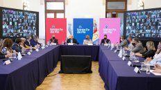 La mesa de Perotti. El gobernador logró adhesión de intendentes.