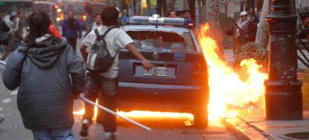 Heridos e incidentes entre militantes de Quebracho y policías en Plaza de Mayo