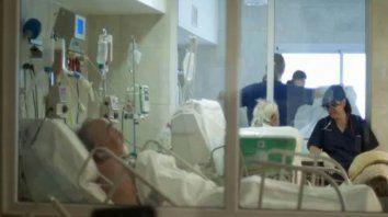 Lo óptimo. Un cálculo realizado a nivel internacional establece que por cada seis camas de terapia intensiva debe haber un médico terapista de guardia.