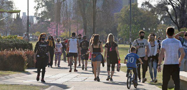 Aumentan los contagios de Covid-19  entre jóvenes y adolescentes