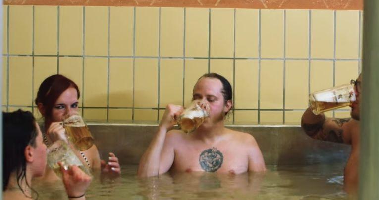 En Australia fabricaron la primera pileta de cerveza del mundo.