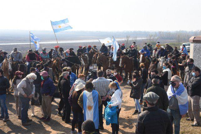 Hoy habrán una nueva protesta de ganaderos e isleños a la vera de la traza a Victoria.