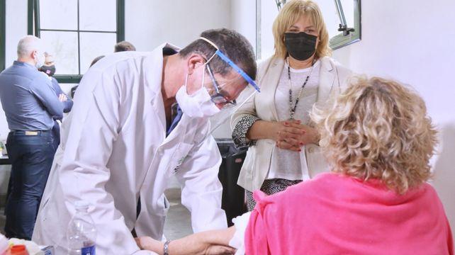"""Sonia Martorano: """"En nuestro país y en nuestra provincia hay mucha adherencia a la vacuna""""."""