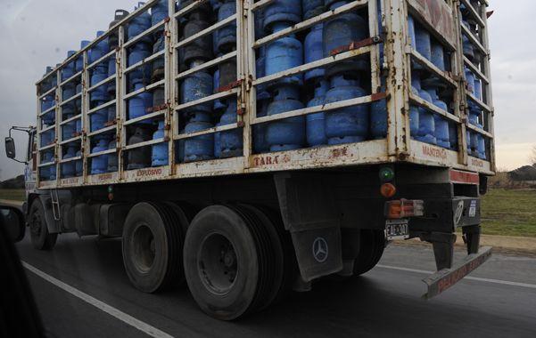 Uno de los camiones fue asaltado en la autopista a Buenos Aires. (N.Juncos)